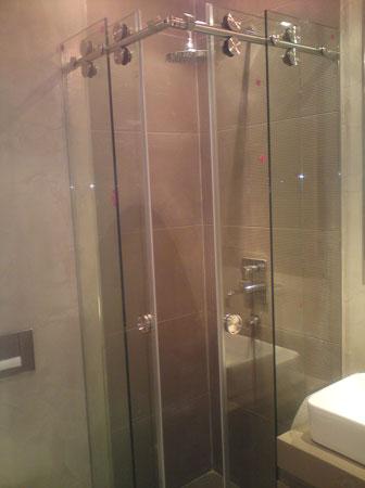 Γωνιακή συρόμενη ντουζιέρα